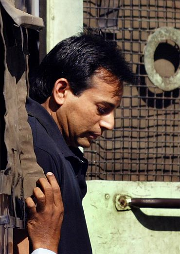 Abu Salem steps out of police van outside a court in Mumbai