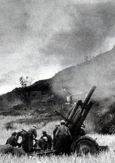 Chinese soldiers shell Indian territory during the 1962 war