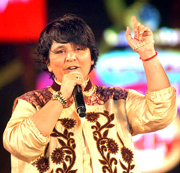 Falguni Pathak at Sankalp garba dance at Goregaon Sport Club in Mumbai