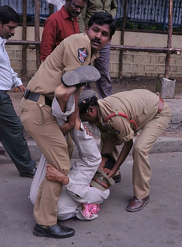 Police crack down on protestors in Hyderabad