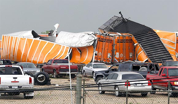 Powerful tornadoes rip through Texas