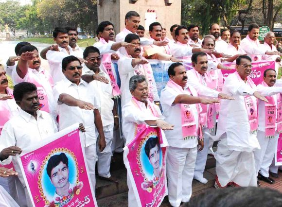 TRS MLAs in Hyderabad pay tribute to a Telangana activist who committed suicide to press for a separate state.
