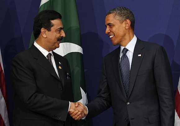 US President Obama shakes hands with Pakistan's PM Gilani during their bilateral meeting at the Nuclear Security Summit in Seoul