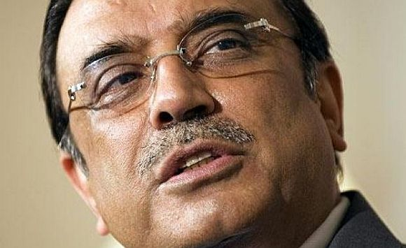 Delicacies await Zardari at Dr Singh's lunch, BUT...