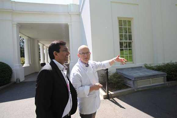 White House chef William 'Bill' Yosses shows Sanjeev Kapoor around the White House