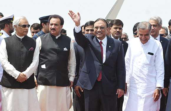 Pakistan President Asif Ali Zardari and Interior Minister Rehman Malik are received by the Parliamentary Affairs and Water Resources Minister  Pawan Kumar Bansal at a airport in New Delhi