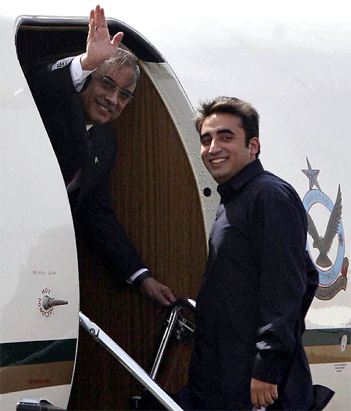 Pakistan's President Asif Ali Zardari with his son Bilawal Bhutto at the Jaipur airport