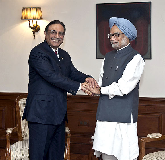Prime Minister Manmohan Singh with Zardari in Delhi