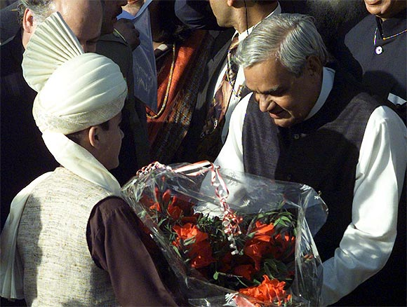 A Pakistani boy presents a bouquet to then Prime Minister Atal Bihari Vajpayee at Wagah border near Lahore