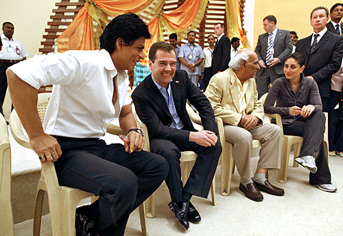 Russian President Dmitry Medvedev with Shah Rukh Khan in Mumbai, December 22, 2010. Also seen, movie mogul Yash Chopra and Kareena Kapoor