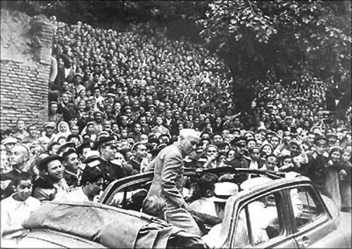 Prime Minister Nehru gets a rousing reception in Samarkand, June 1955