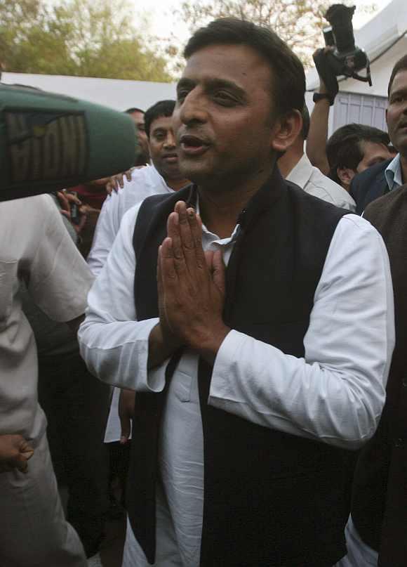 Uttar Pradesh CM Akhilesh Yadav meet PM Singh