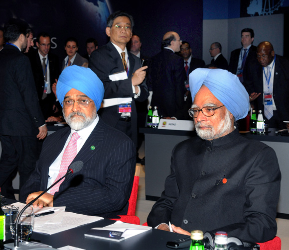 The blue-turbaned economists, Dr Manmohan Singh with Montek Singh Ahluwalia