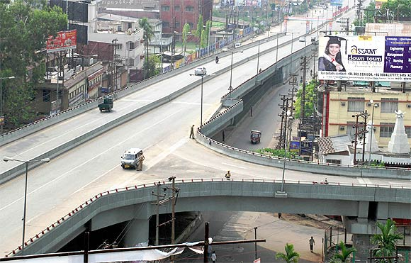 Roads in Guwahati remained deserted due to the bandh call