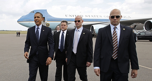 US President Barack Obama walks with Secret Service agents by his side
