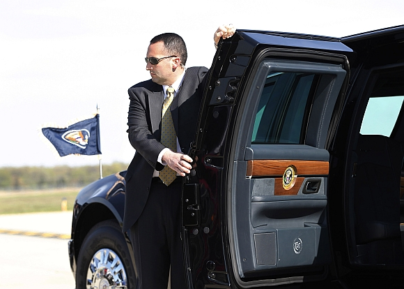 A US Secret Service Agent holds the limousine door of US President Barack Obama