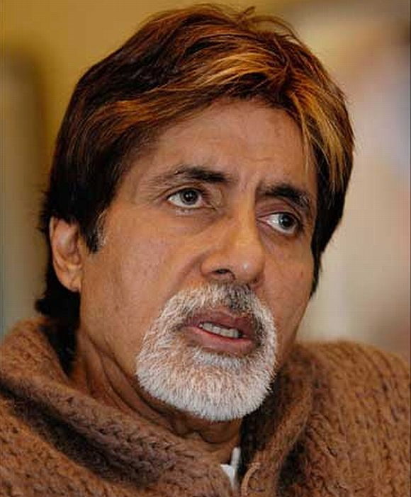 There is no anger, says Bachchan about Gandhis