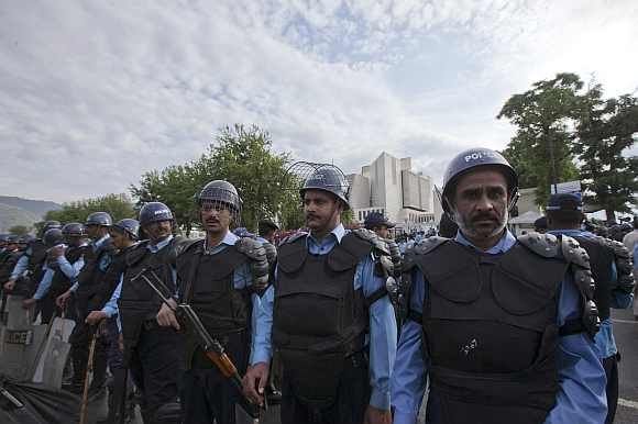 Police in riot gear stand guard outside the Pakistan Supreme Court