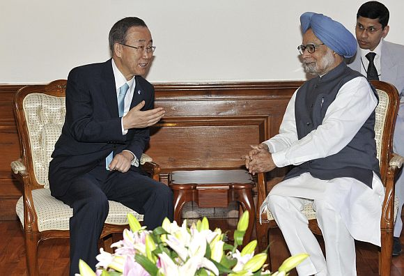 Ban Ki-moon speaks with Prime Minister Manmohan Singh during their meeting in New Delhi