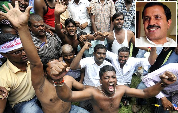 Supporters demanding a separate Telangana state shout anti-government slogans during a protest in Hyderabad. Inset: Madhu Yashki, a suspended Telangana MP