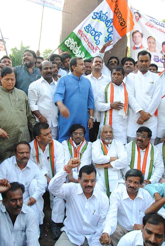 Eight Congress MPs visit the Telangana martrys memorial in Hyderabad