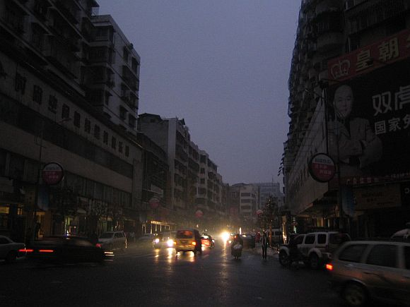An evening street scene of Chenzhou in China's southern Hunan province February 2, 2008