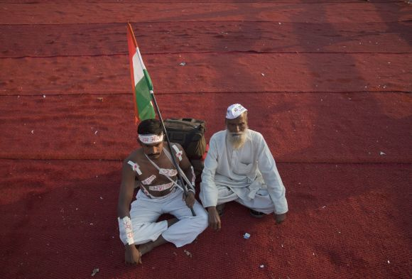 A few supporters at the venue of Anna Hazare's three-day fast sit at the Bandra-Kurla Complex grounds in Mumbai December 28, 2011