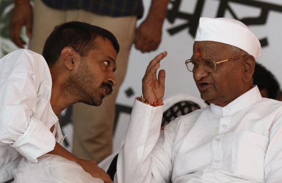 Hazare speaks to Arvind Kejriwal during their hunger strike in New Delhi