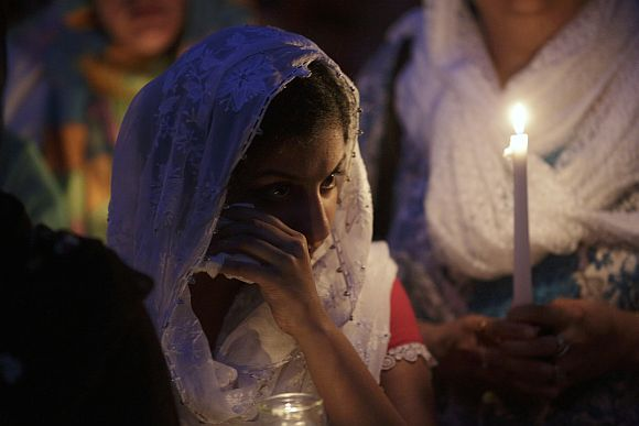 Hundreds mourn Sikh shooting victims