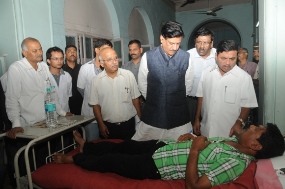 Maharashtra Chief Minister Prithviraj Chavan visits the injured victims of Mumbai's violence