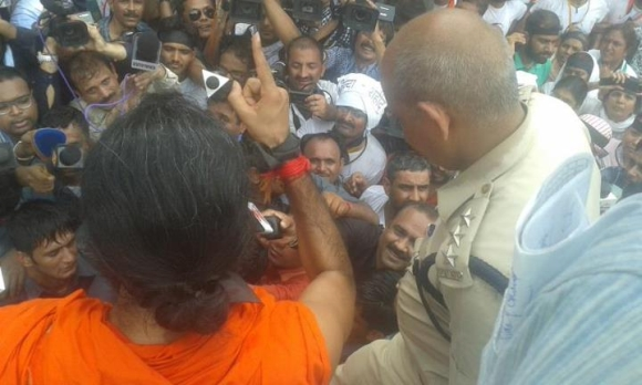 Ramdev cries foul after arrest during Parliament march