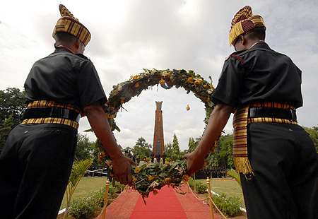 Soldiers pay homage on Kargil Victory Day in Hyderabad