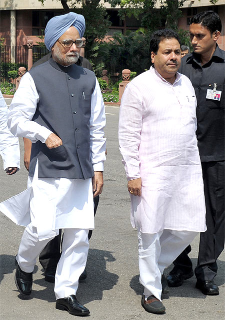 Rajiv Shukla (right) with Prime Minister Manmohan Singh