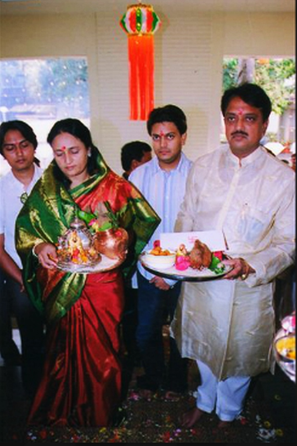 Vilasrao Deshmukh with wife Vaishali Deshmukh