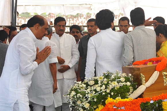 Maharashtra Congress president Manikrao Thakre at the funeral