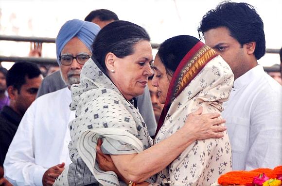 Congress President Sonia Gandhi condoles Deshmukh's widow Vaishali
