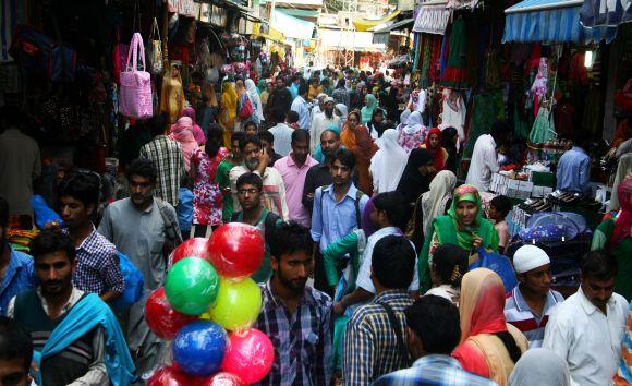 Heavy rush seen at a market in Srinagar on Saturday ahead of Eidul-Fitr celebrations