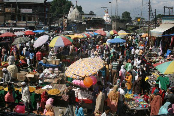 Srinagar markets in full bloom ahead of Eidul-Fitr festivities