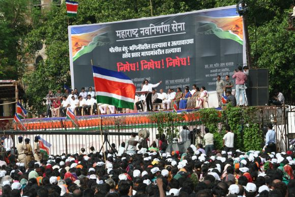 30,000 to 100,000 MNS supporters gathered at the Azad Maidan rally on Tuesday
