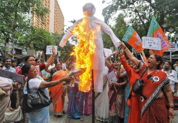 BJP activists burn an effigy of PM Singh during an anti-fuel price hike protest in Kolkata