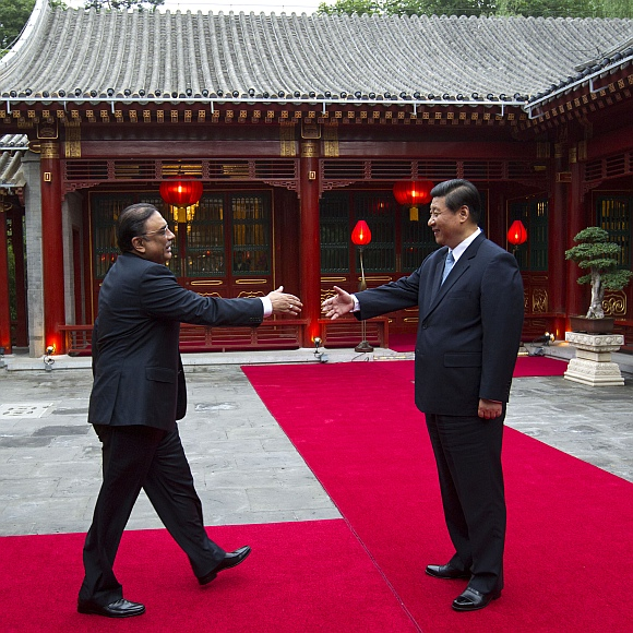 Pakistani President Asif Ali Zardari reaches out to shake hands with Chinese Vice President Xi Jinping at the Diaoyutai State Guesthouse in Beijing