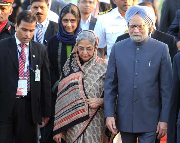 Prime Minister Dr Manmohan Singh and his wife Gursharan Kaur arrived at Mehrabad International Airport, to attend the Non-Aligned Movement Summit, in Tehran, Iran on August 28