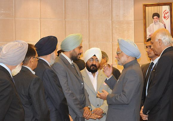 Prime Minister Manmohan Singh interacts with representatives of the Indian community in Tehran, August 29