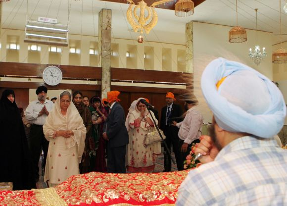 Gursharan Kaur, Prime Minister Manmohan Singh's wife, visits the Gurudwara Bhai Ganga Singh Sabha in Tehran