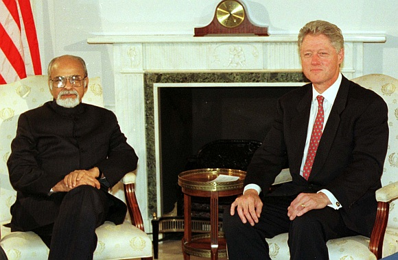 Former United States President Bill Clinton poses for photographers former Prime Minister Inder Kumar Gujral at the outset of their meeting during the 52nd session of the United Nations General Assembly in New York. Picture taken on September 22, 1997