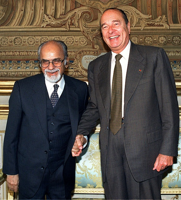 Former French President Jacques Chirac shakes hand with then Foreign Affairs Commission president Inder Kumar Gujral