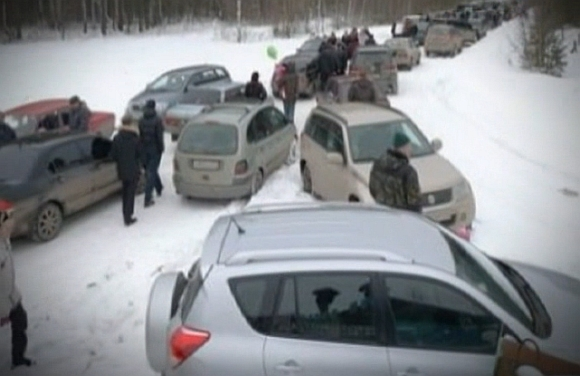 PICS: Snow traps Russian drivers in 2-day jam