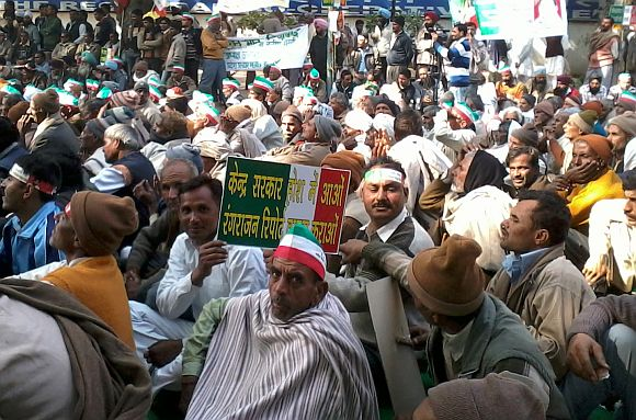 Sugarcane farmers protesting in New Delhi