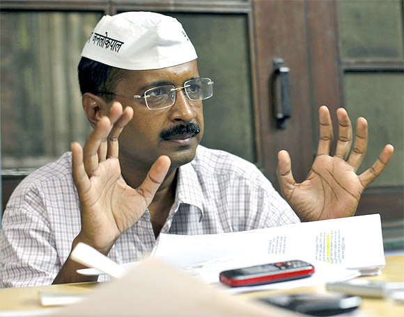 Kejriwal goes after Narendra Modi, Congress