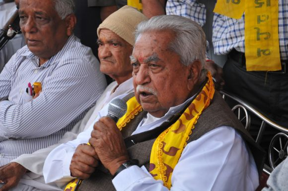 GPP chief Keshubhai Patel addresses a campaign rally